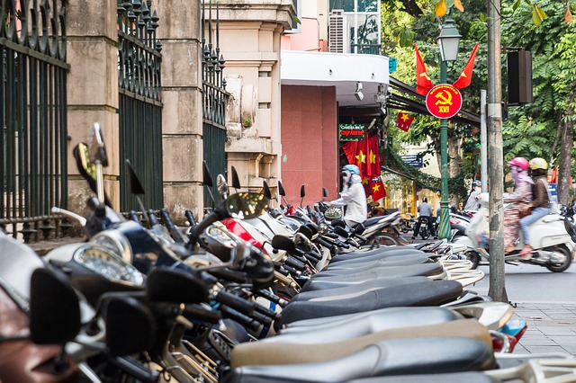 azie-op-scooter